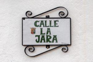 Calle-la-Jara Street sign fixed on wall