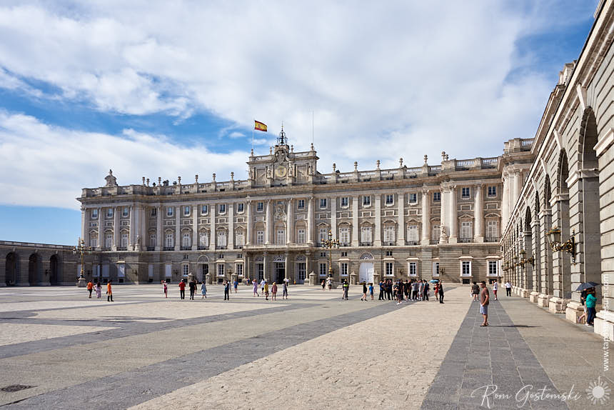 View of the Palace from the Plaza de la Armeria