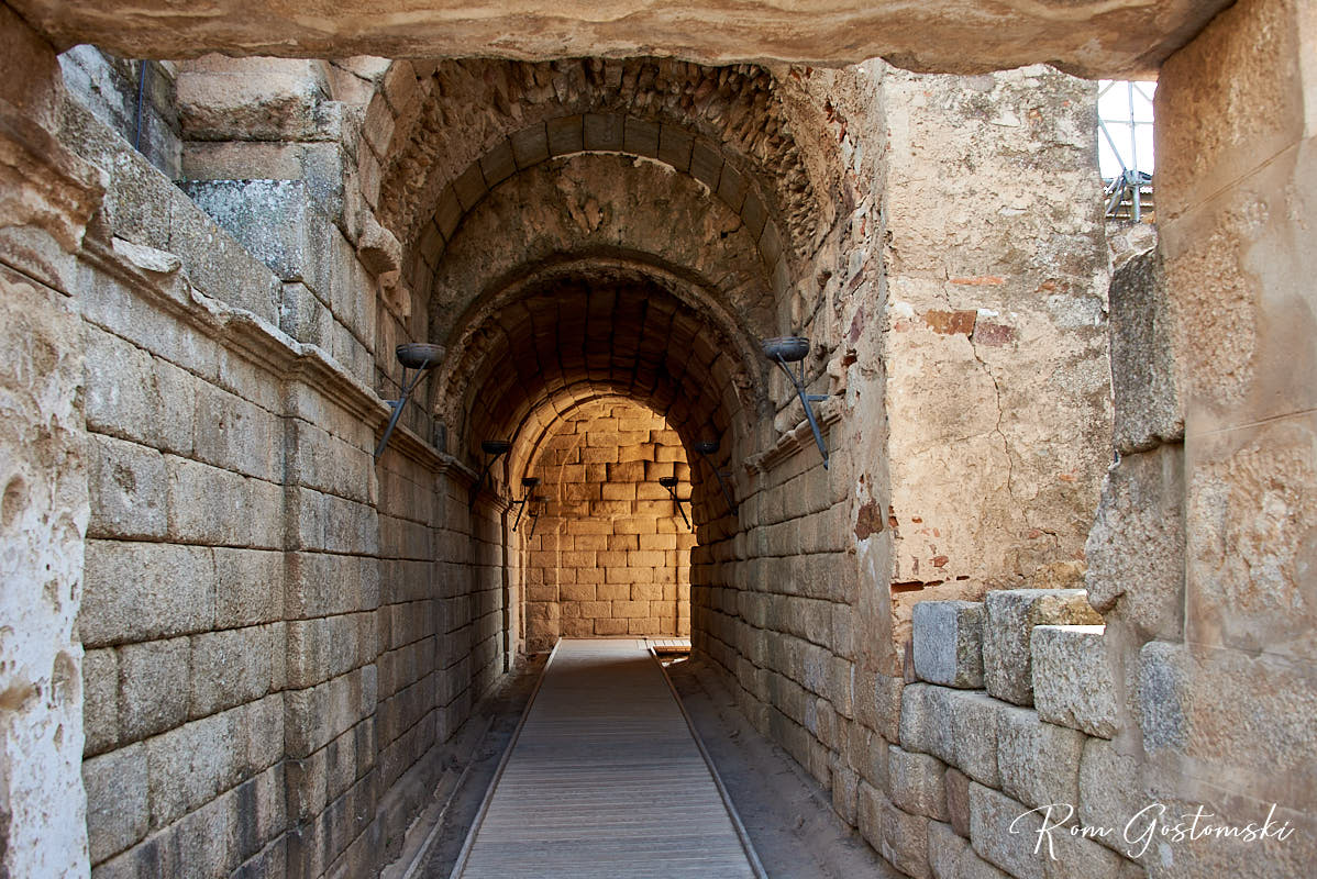 Barrel vaulted stone corridor leading to the Peristyle (gardens)
