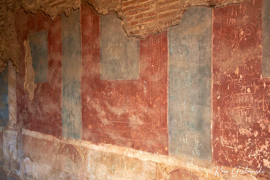 Wall paintings in the Tablinum of Basilica House