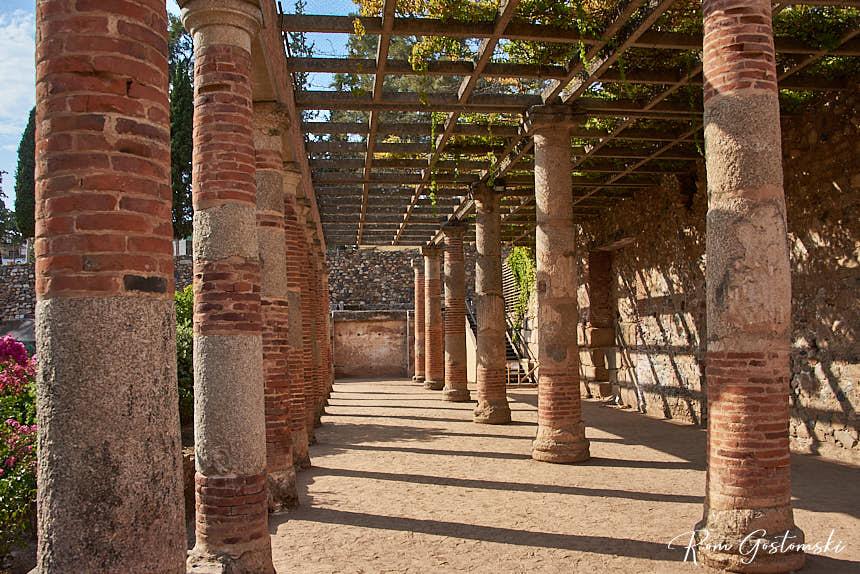 Peristyle garden behind the Roman theatre in Mérida
