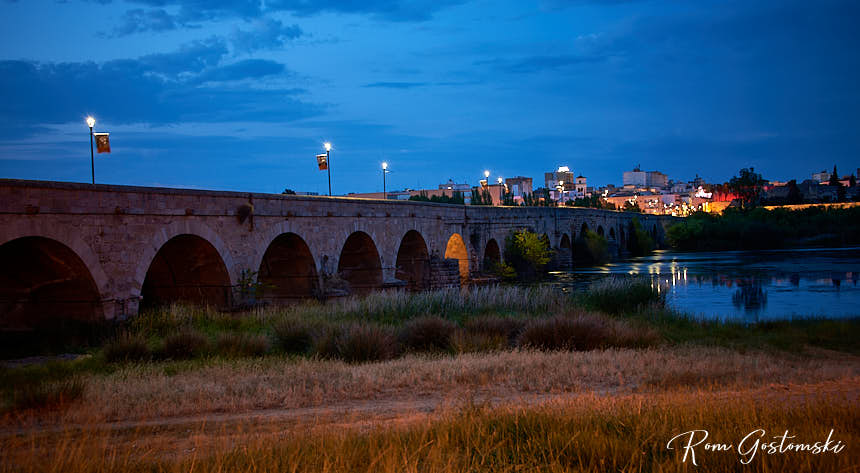 The Roman Bridge at dusk