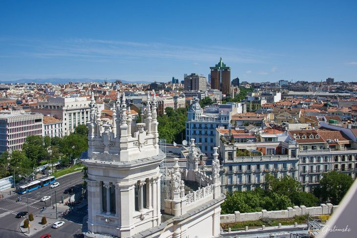 In the distance, you can see the Torres de Colón - a highrise office building composed of twin towers located in the Plaza de Colón.