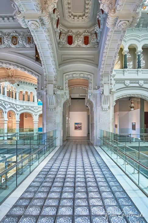 Glass tiles are used in many of the walk-ways. Not only do they look pretty, but they also let light through, making the place seem even more airy, spacious and open.